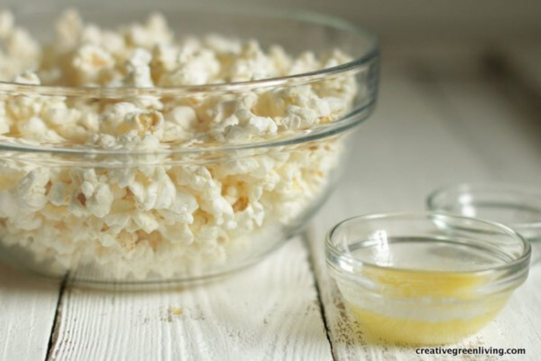 homemade plastic free popcorn - plastic free snacks