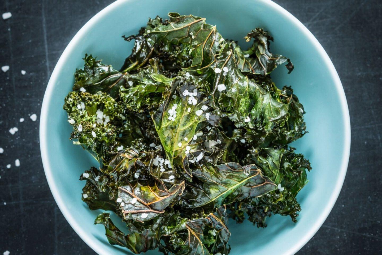 oven baked kale chips - plastic free snacks